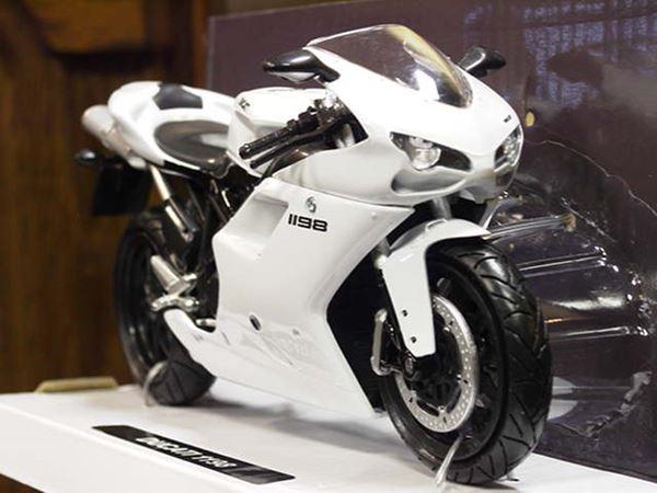 ۰۰۰۲۸۸۷_ducati-1198-white-112-57143_600